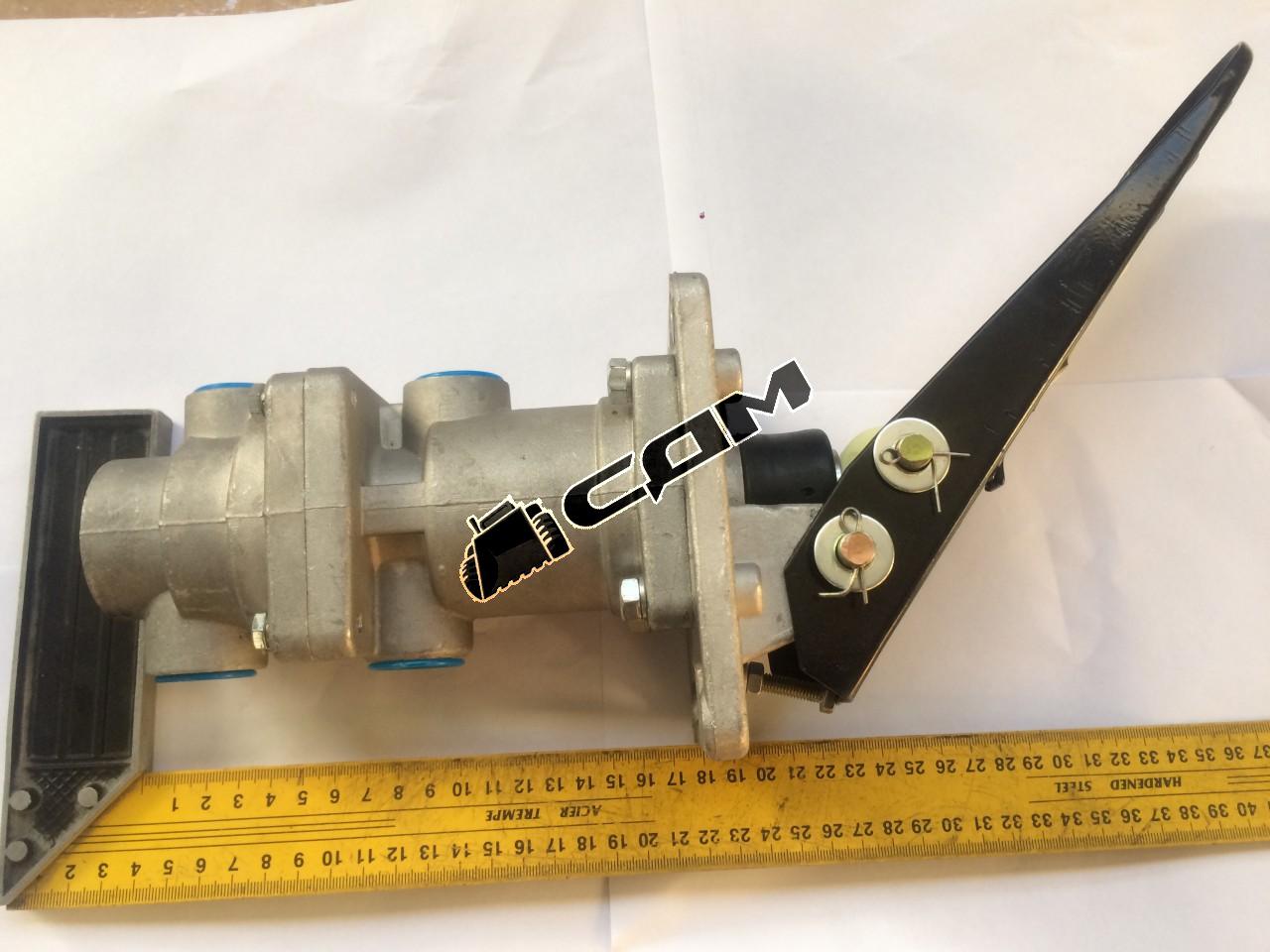 Педаль тормоза с тормозным клапаном CDM853/856D LG856.08.07